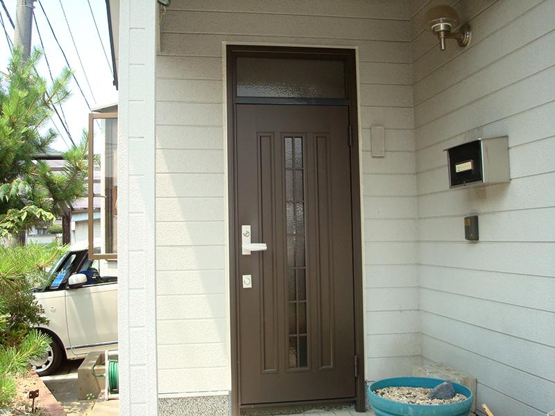 玄関扉の付け替え