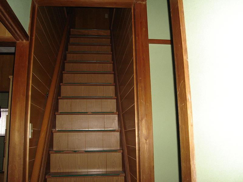 階段周りの施工前